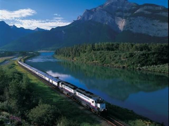 Descubra as lindas paisagens a bordo do trem Rocky Mountaineer